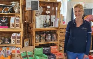 Maria Heret in ihrem Laden, Foto: Maike Steuer