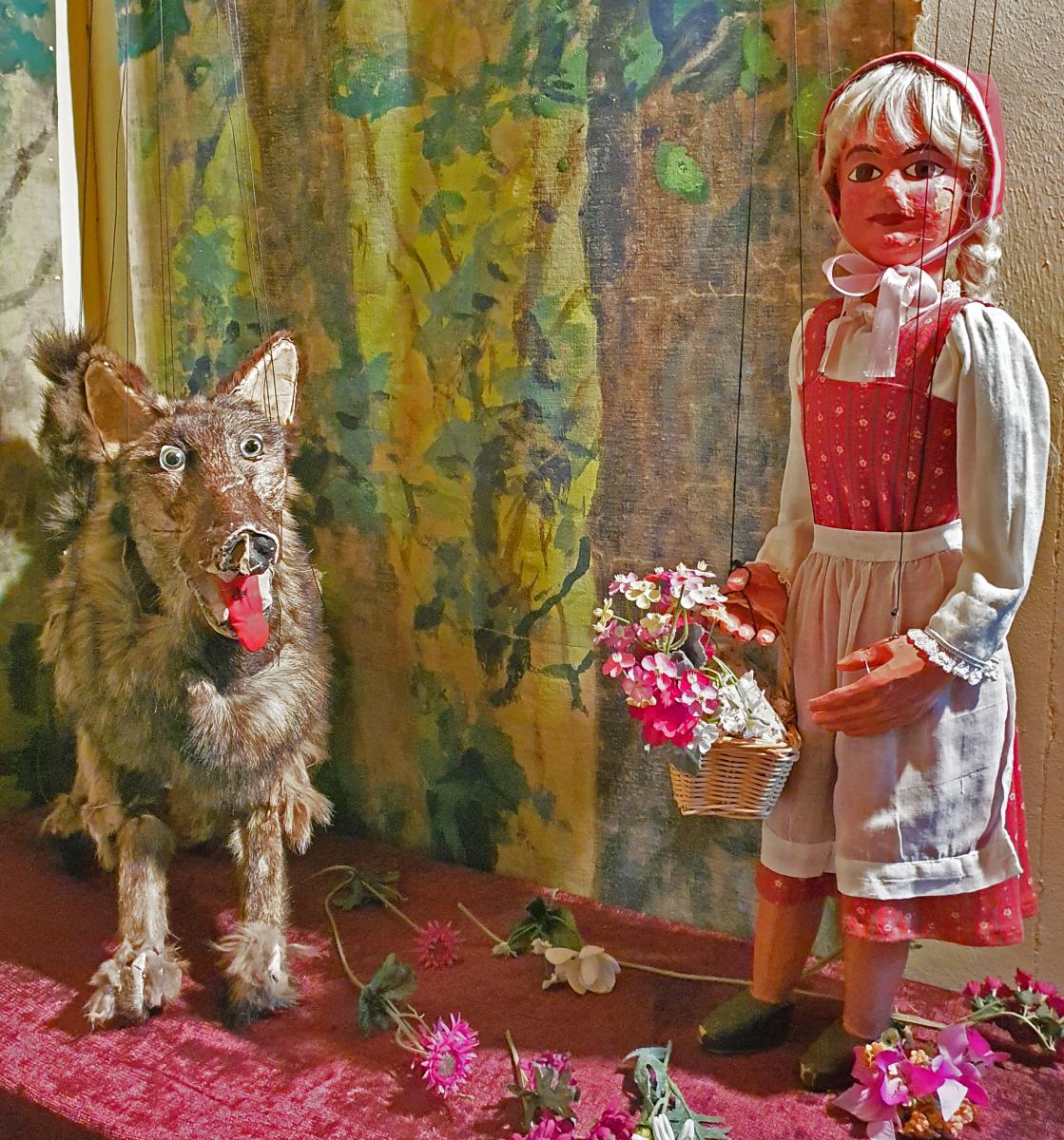 Rotkäppchen und ihr Wolf, Foto: Maike Steuer