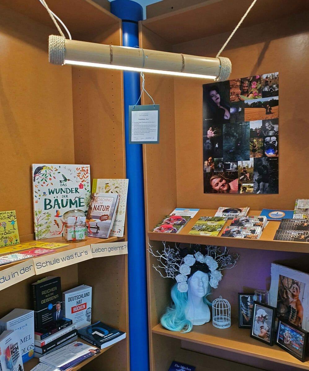Julia's Fotos, Andreas' Lampe und Stefanie's Bücher, Foto: Maike Steuer