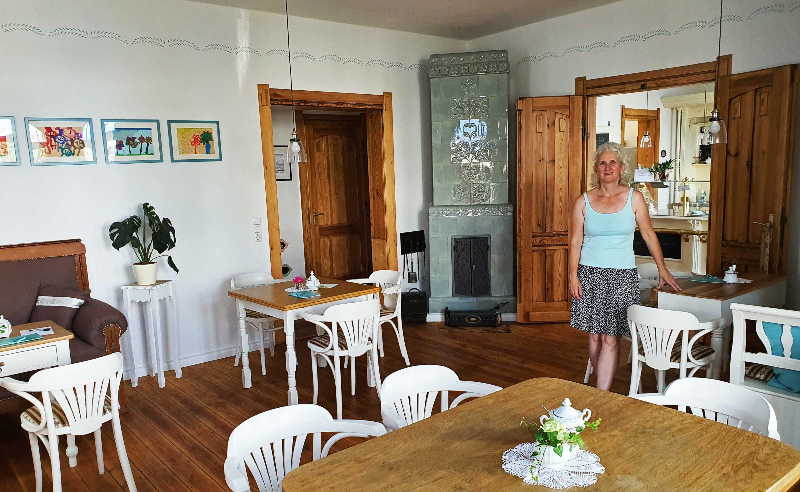 Katrin Müller in ihrem Cafe, Foto: Maike Steuer