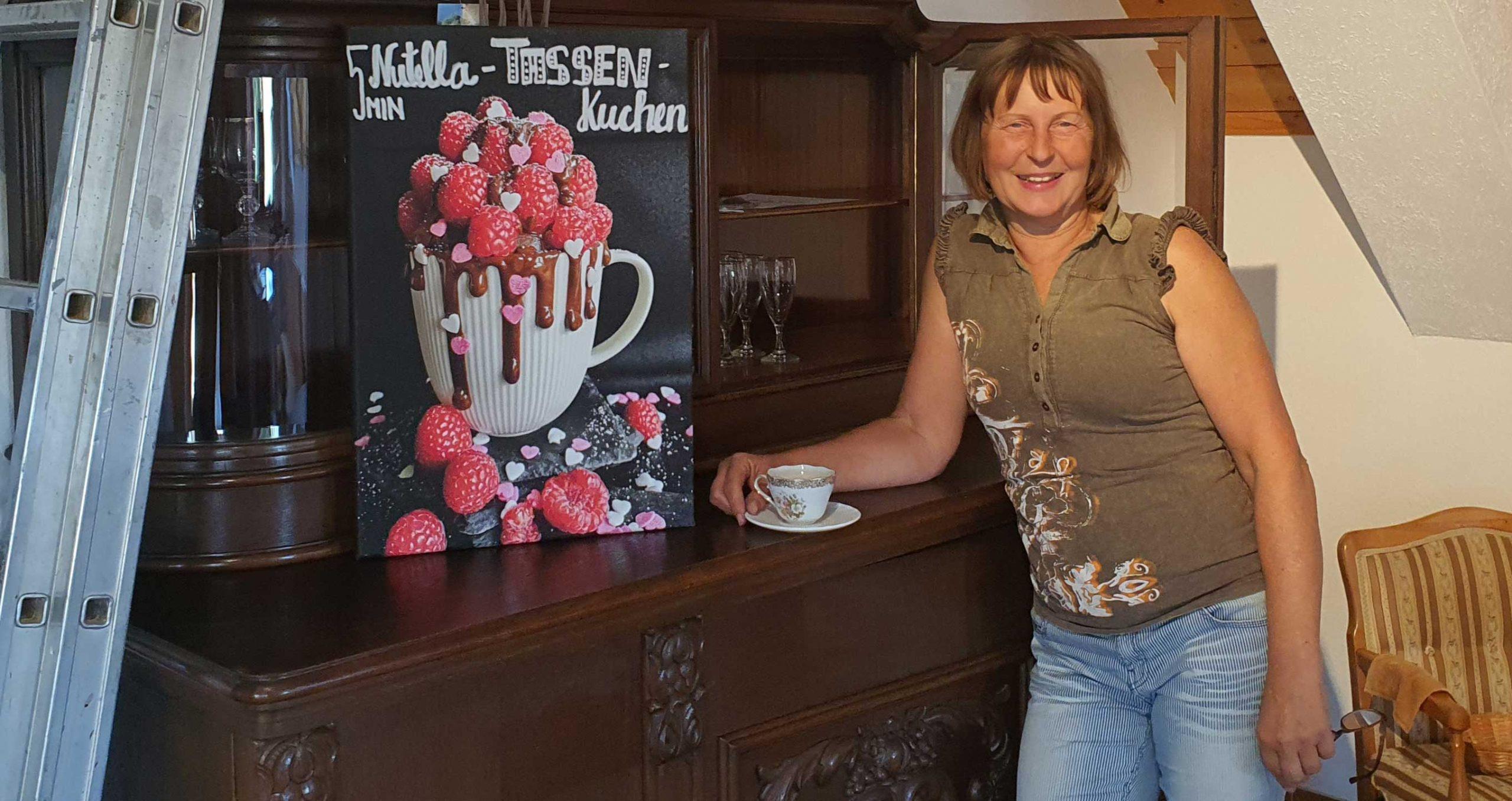 Petra Ebert in ihrem künftigen Holz Cafe, Foto: Maike Steuer