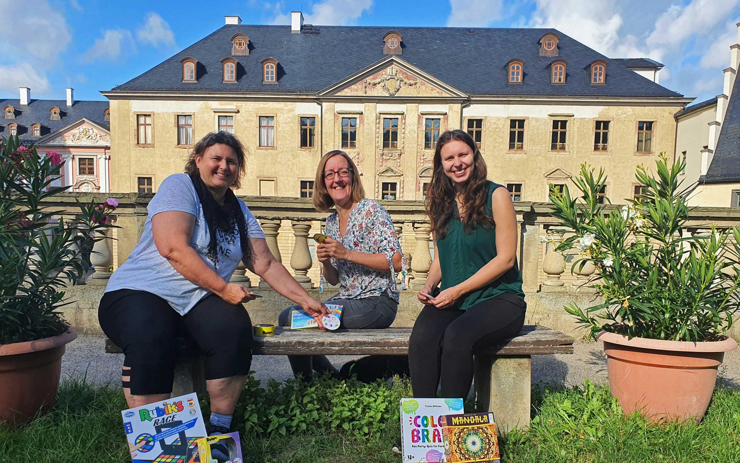 Gabi, Maike und Sarah-Ann im Agnesgarten, Foto: Andre