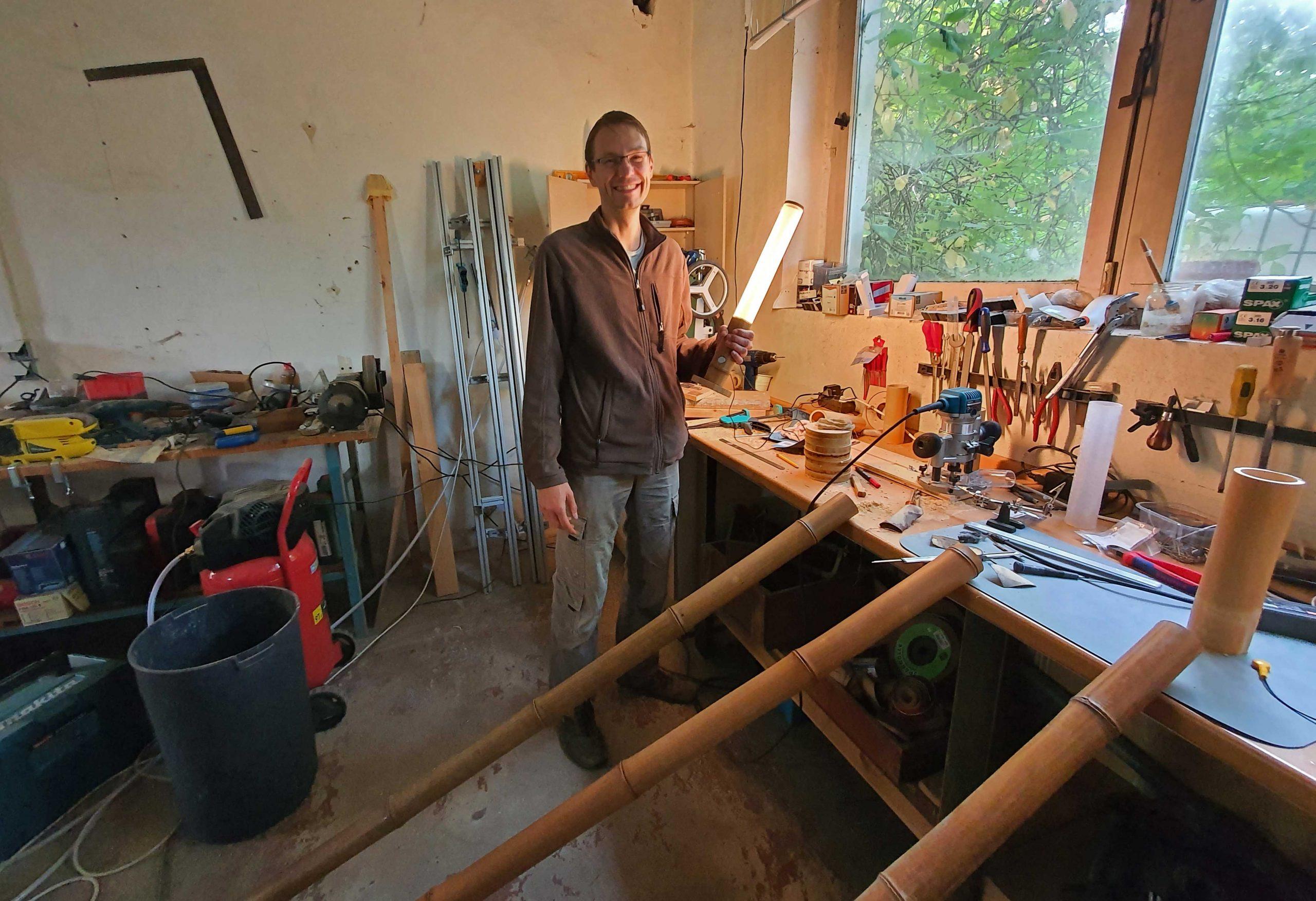 Andreas Flatau in seiner Werkstatt, Foto: Maike Steuer