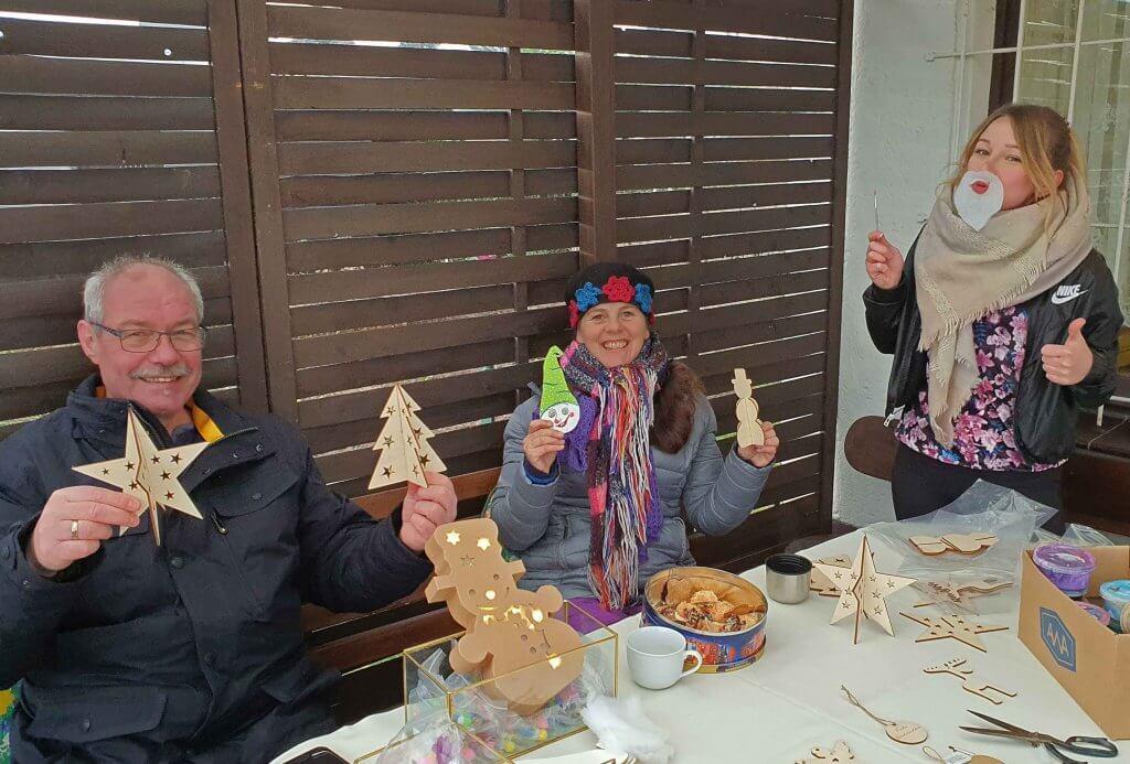 Erster Halt beim Weihnachtsmarsch Wenn Elfen helfen, Foto: Maike Steuer